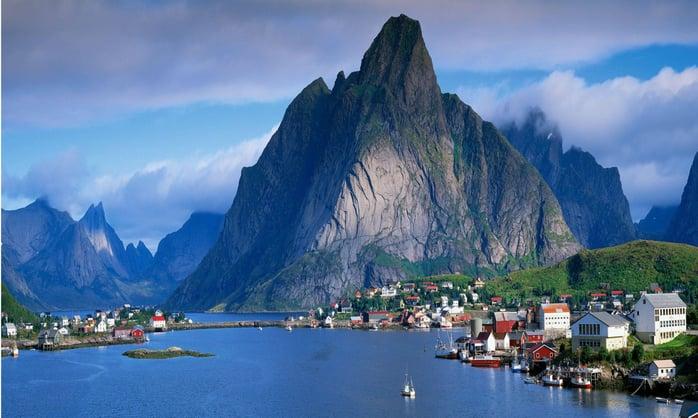 Хоггүй гэдгээрээ алдартай Норвеги улсад аялаад ирэхэд харамсах зүйлгүй. Тэнгисийн эрэг дээр орших тул шумуул байдаггүй.jpg