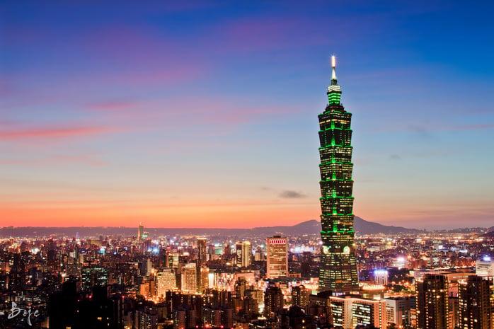 Тайвань нь номхон далайн баруун хэсэгт орших арлын орон, хамгийн өндөр уул нь 4000 м, уул, толгод зонхилсон үржил шим сайтай, сайхан байгальтай газар.jpg