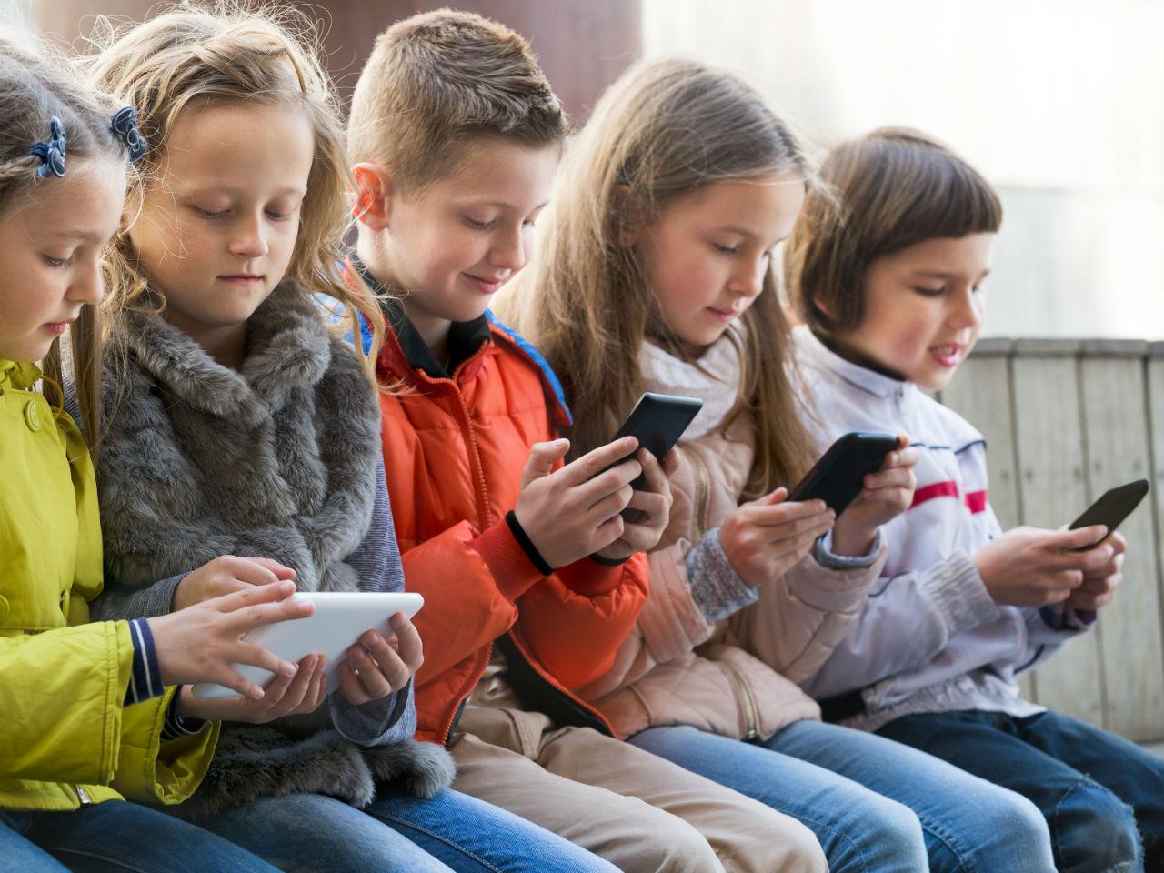 RG аз жаргалтай хүүхэд, хүүхдийг утаснаас хол байлгах