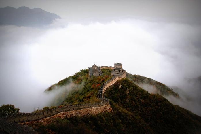 5000.jpg Цагаан хэрмийн эх нутаг болсон Хятал улсад Шаолины сүм, Гуангшоу усан хүрхрээ, Ариун дагшин уулс гээд үзэх газар нутаг мөн л олон. Байгаль болон соёлын өвөрмөц бүтэцтэй Хятад улсыг зорих жуулчны тоо олон. Жил бүр 55,6 сая гадны жуулчид Хятал улсад очдог. Дэлхийн худалдааны төв байгуулагдсан нь Хятад улс руу очих жуулчдыг тоог улам ихэсгэж байгаа ба 2020 он гэхэд Хятад улс аялал жуулчлалын салбараар дэлхийд тэргүүлдэг болох магадлал маш өндөр байна..jpg