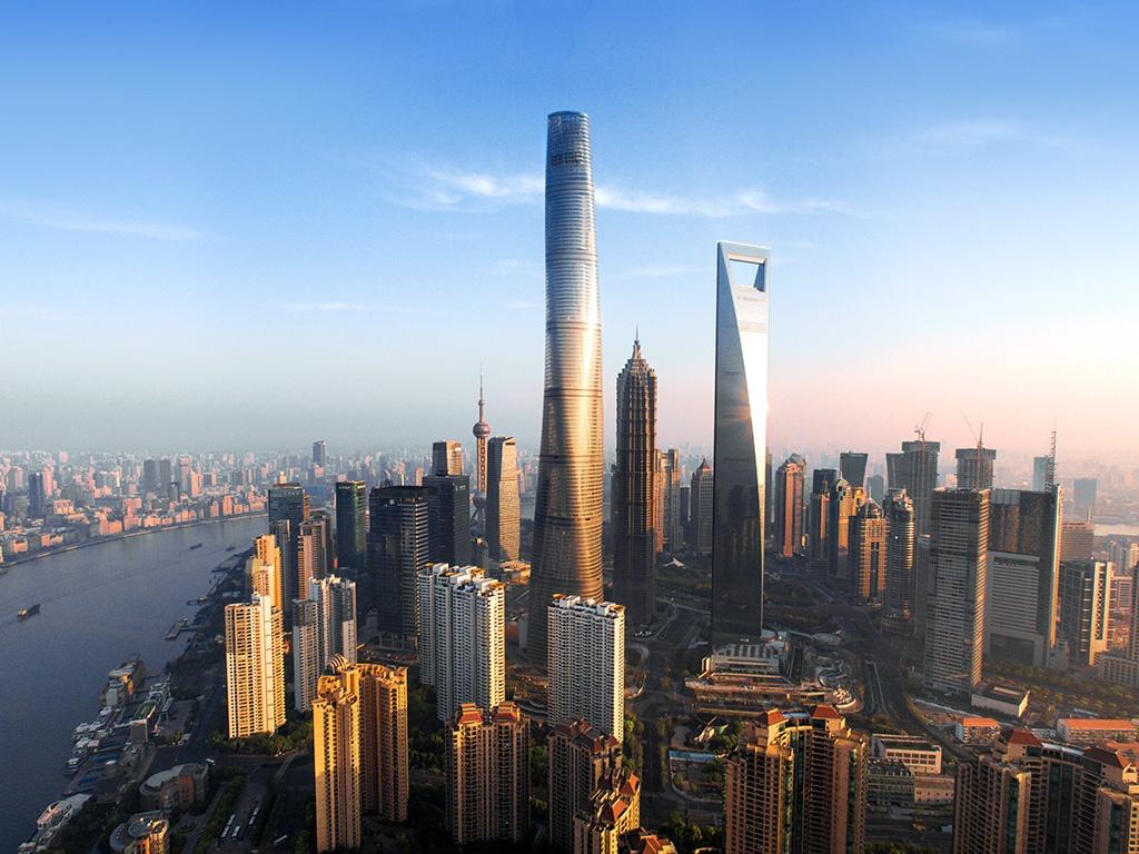Шанхай таур нь 632 метрийн өндөртэй бөгөөд Дубайн Бурж Халибагийн дараа орох дэлхийн 2 дахь өндөр цамхаг юм. Уг барилга тэр чигтээ өөрийн талбайд байрлах салхин тээрмээс цахилгааны эх үүсвэрээ авдаг. Мөн барилгын гаднах материал нь өдрийн цагаар аль болох байгалийн гэрлийг дотогш нэвтрүүлэх зориулалттайгаар хийгдсэн. Үүнээс гадна барилга дотор байрлах ухаалаг хяналтын төхөөрөмж нь.jpg